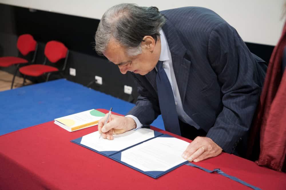 Sindaco Leoluca Orlando firma appello Ikeda Esquivel